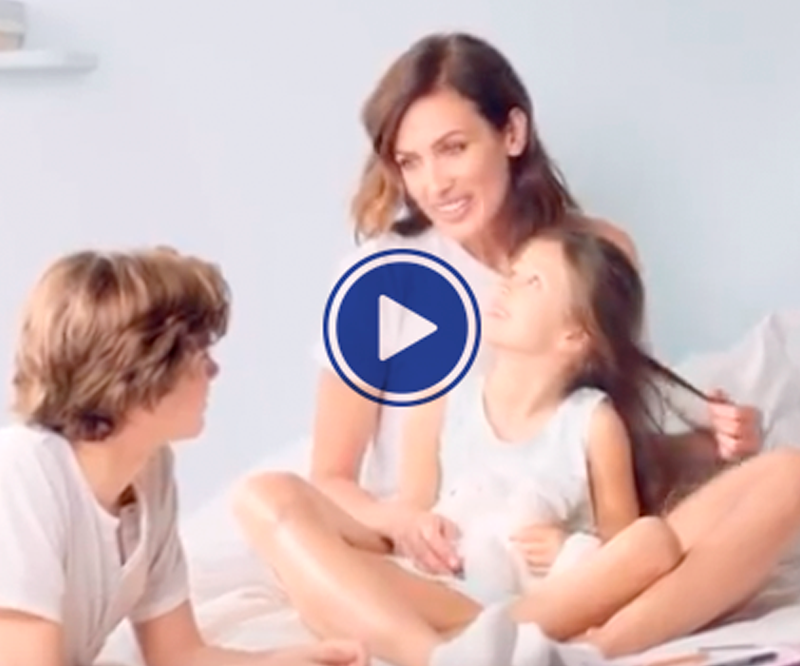 Video lactovit de una madre con sus dos hijos