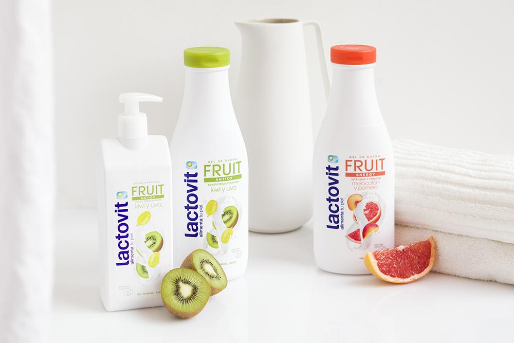 gama frutal de lactovit, formato gel de baño o leche corporal